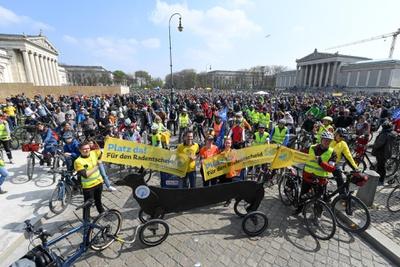 Radsternfahrt am 07. April 2019 als Auftakt des Radentscheid München mit 15.000 Teilnehmenden